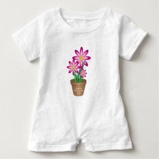Os obrigados para ajudar-me crescem - a flor feliz macacão para bebê
