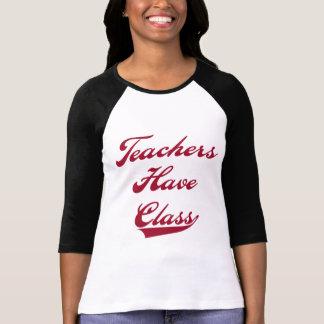 Os professores têm o camiseta e presentes