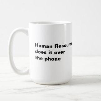 Os recursos humanos fazem-no sobre o telefone caneca de café