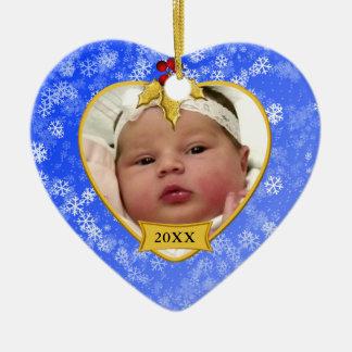 Ouro nevado do primeiro Natal do bebê e foto azul Ornamento De Cerâmica Coração