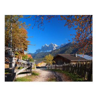 Outono nas dolomites no cartão de Italia
