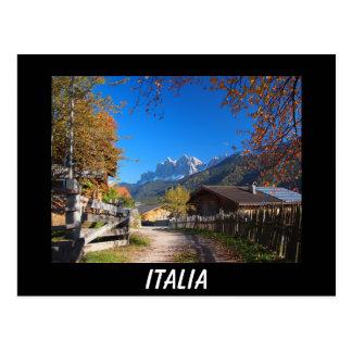Outono nas dolomites no cartão preto de Italia