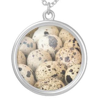 Ovos de codorniz colar banhado a prata