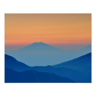 Paisagem abstrata das montanhas do por do sol poster