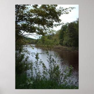 Paisagem bonita do rio em Canadá Posteres