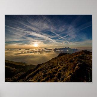 Paisagem da montanha de Sun do alvorecer Poster