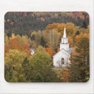 Paisagem do outono com igreja, Vermont, EUA Mouse Pad