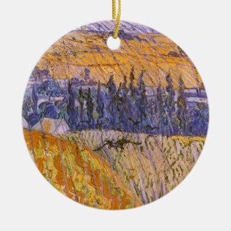Paisagem em Auvers na chuva, Vincent van Gogh Ornamento De Cerâmica Redondo
