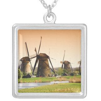 Países Baixos, Kinderdijk. Moinhos de vento ao Colar Banhado A Prata