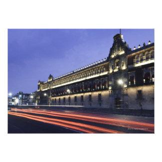 Palácio nacional na noite convite