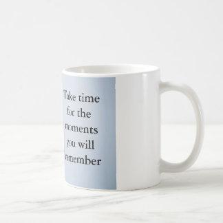 Palavras a viver perto e citações a recordar caneca de café