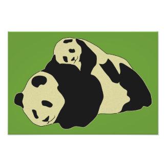 Panda bonito que afaga com bebê Cub Impressão De Foto