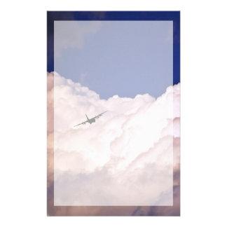 Papelaria As forças armadas transportam o avião por Shirley