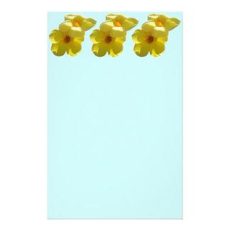 Papelaria Flores de trombeta dourada mim