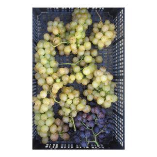 Papelaria Uvas maduras na caixa