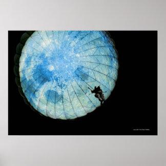 Parachute: Ele em Moon Poster