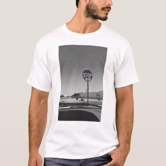 Pare o t-shirt do sinal da parada da guerra