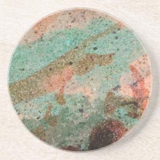 Parte superior colorida do bar do cimento porta copos de arenito