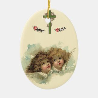Páscoa do vintage, nuvens angélicos dos anjos no ornamento de cerâmica