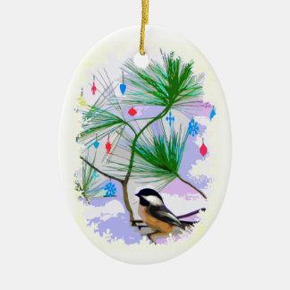Pássaro do Chickadee no ornamento da árvore de