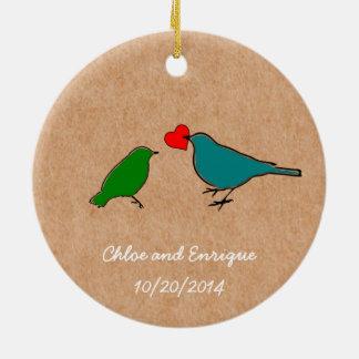 Pássaros e ornamento bonito do casamento do