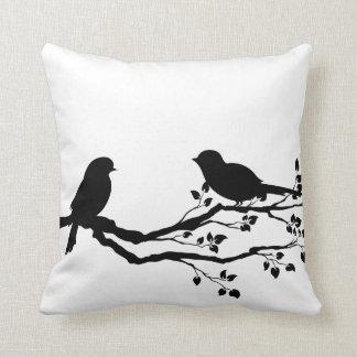 Pássaros em travesseiros decorativos do Reversible