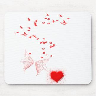 Pássaros vermelhos borboleta & coração mousepad