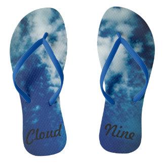 Passeio em chinelos da nuvem nove