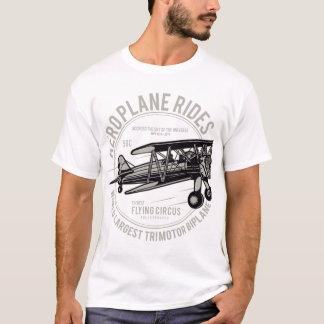 Passeios do avião do t-shirt