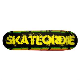 Patina OU morre o amor do skater Shape De Skate 18,1cm