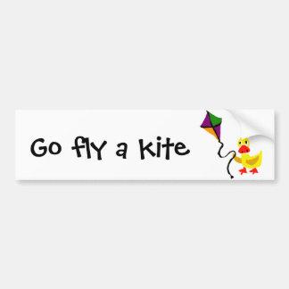 Pato engraçado que voa o papagaio colorido adesivo para carro