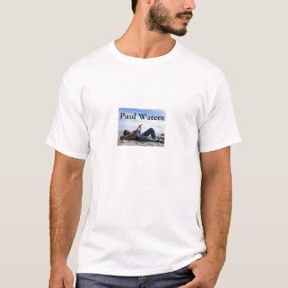Paul molha o t-shirt