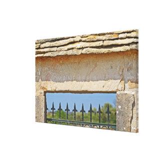 Pedra da porta e da chave cinzelada com Montrachet Impressão De Canvas Esticadas