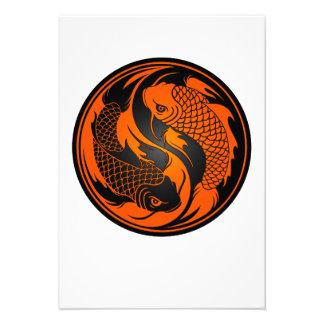 Peixes alaranjados e pretos de Yin Yang Koi Convites Personalizado
