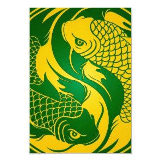 Peixes verdes e amarelos de Yin Yang Koi Convite 8.89 X 12.7cm