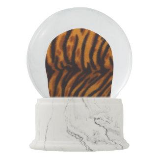 Pele do tigre ou modelo listrado preto da textura