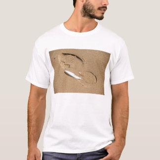 Pena e pegada camiseta