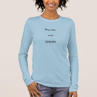 Permaneça o t-shirt longo da luva das mulheres da