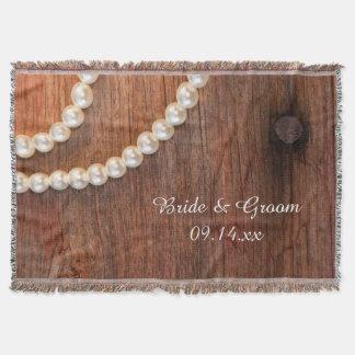 Pérolas rústicas e casamento de madeira do país do throw blanket