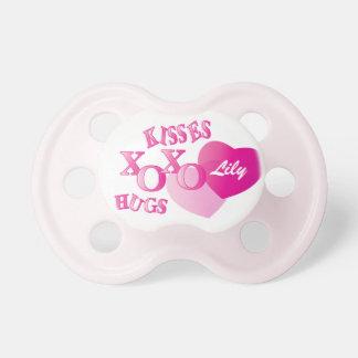 Personalize beijos e abraços chupeta para bebê