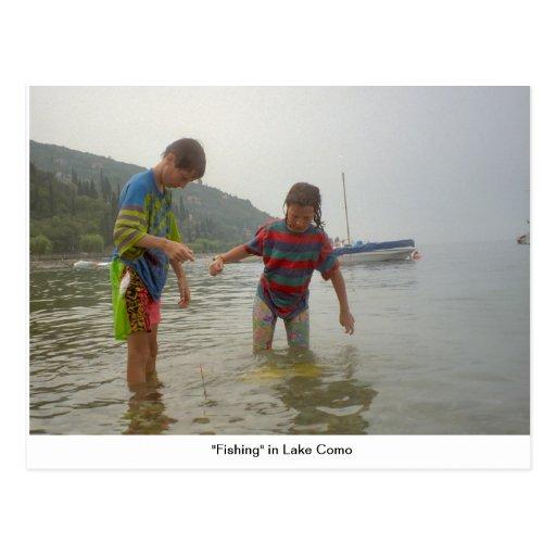 """""""Pescando"""" no lago Como Cartoes Postais"""