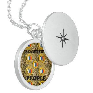 Pessoas bonitas das cores tradicionais africanas colar de prata esterlina