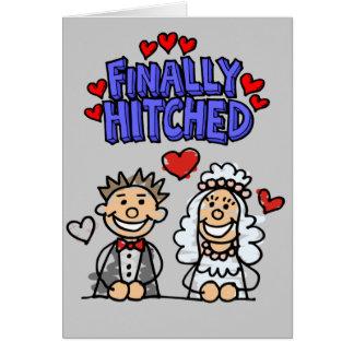 Pessoas dos noivos da vara engatados finalmente cartão comemorativo