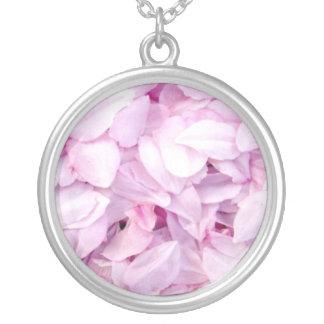 Pétalas da flor de cerejeira colar banhado a prata