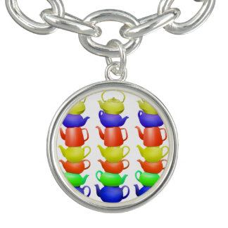 Pilha de bules pintados braceletes com pingentes