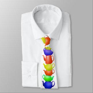 Pilha de bules pintados gravata