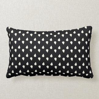 Pingos de chuva preto e branco travesseiros