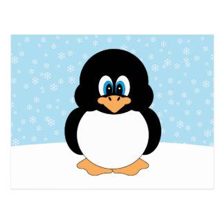 Pinguim com cartão dos flocos de neve cartão postal
