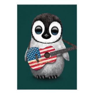 Pinguim do bebê que joga a cerceta da guitarra da convite personalizado