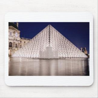 pirâmide france Paris da grelha na noite Mousepads